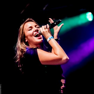Nieuwe zangeres Hermes House Band Jorien Vink