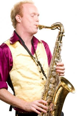 De Hermes House Band is de grootste feest band en tofste party band van Nederland. Elke feest avond worden een succes door deze live band, show band, feest band buiteland en cover band. Elk feest is geschikt voor de HHB. Zij spelen op gelegenheden als: een bruiloft, personeels feest en bedrijfs feest. De HHB wordt behalve voor feest avonden, daarbij ook vaak als bruiloft band geboekt. Deze energieke party band is de beste feest band en doet o.a. ook veel openbare optredens. Bij een boeking cover band of een top cover band ben je bij deze studenten band aan het goede adres.