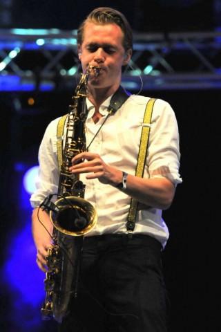 Michiel Hennink Hermes House Band Nieuwe tenor saxofonist
